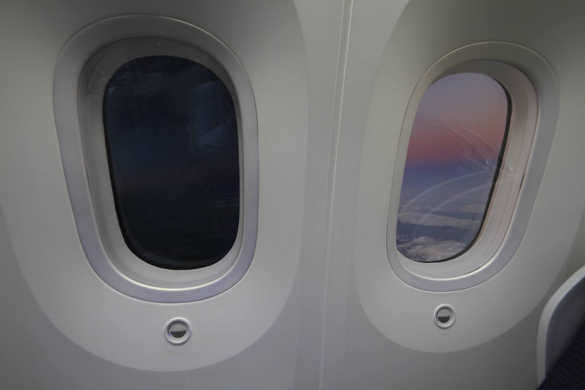 Electrochromic window in Boeing 787
