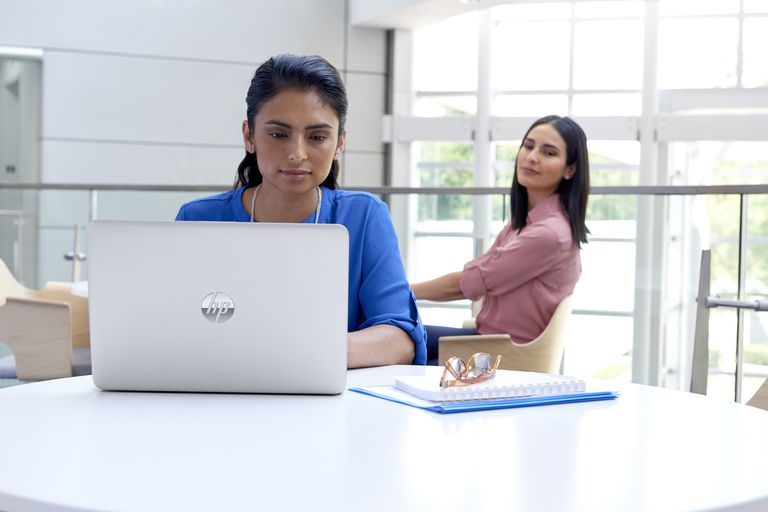 HP Sure View Privacy Filter Prevents Visual Hacking