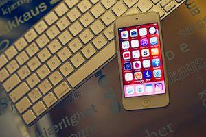 Apple Ipod Touch & Imac Keyboard