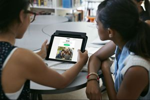 Students look at Dell student discounts on Unidays.