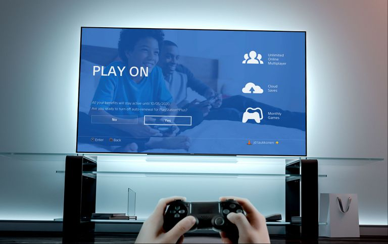 A PS4 owner cancels their PlayStation Plus subscription using their console.