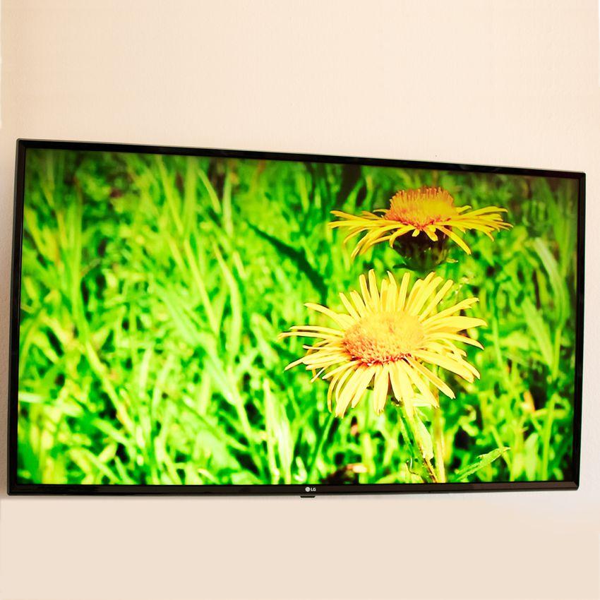 LG UHD TV UM7300