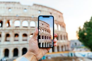 Taking picture of Coliseum using smart phone