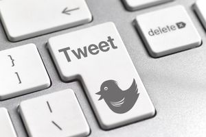 Keyboard with Tweet button