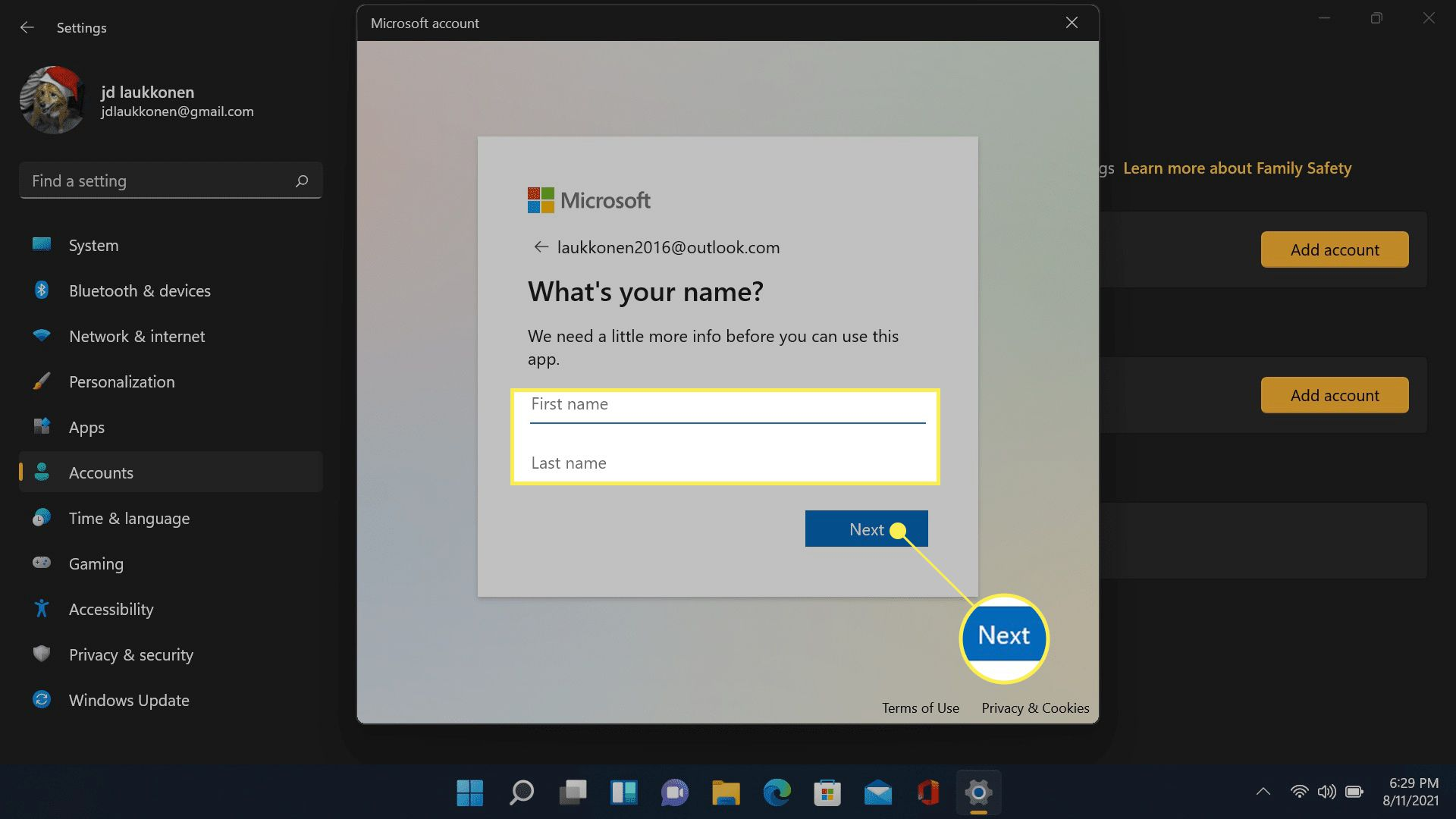 Next and name field highlighted in Microsoft account creation.