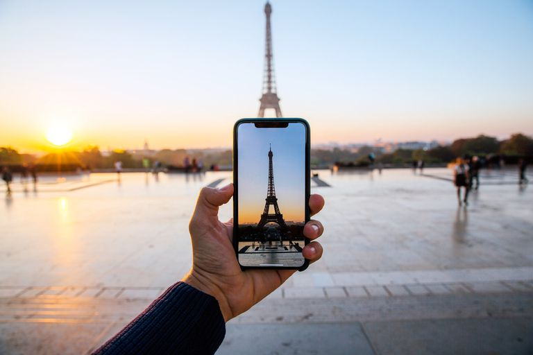 Tourist takes instagram photo of the Eiffel Tower