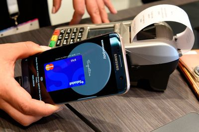 Using Samsung Pay to make a payment
