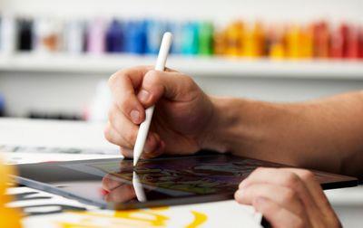 "Artist Eric ""Efdot"" Friedensohn using the Apple Pencil and an iPad."