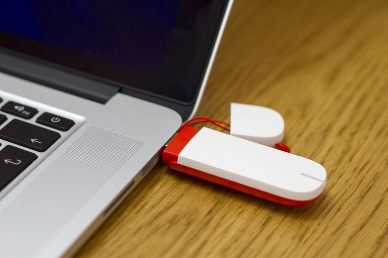 Mobile broadband 4G USB internet dongle