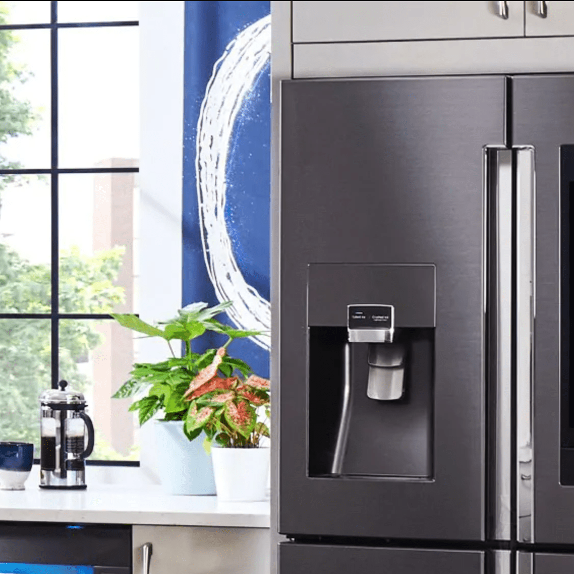 Samsung Family Hub Manages Your Family From the Fridge