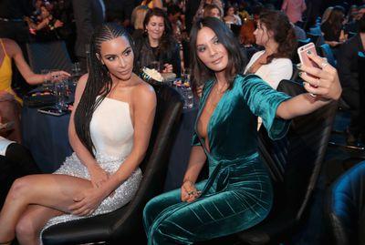 An image of Olivia Munn and Kim Kardashian taking a selfie