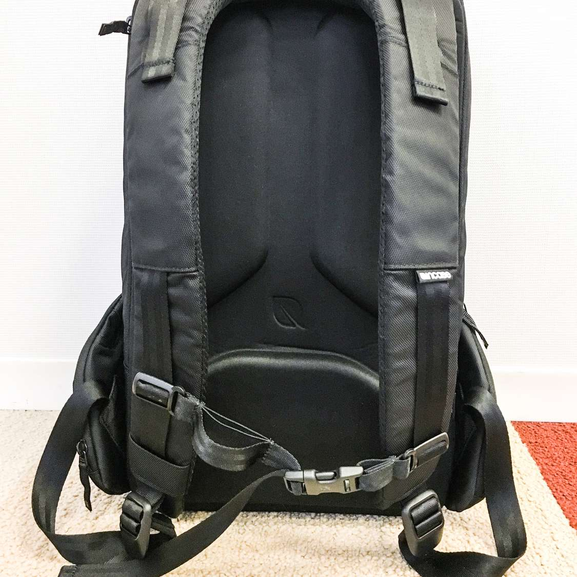 c48d7cbf4827 This is the laptop bag for you. One of our reviewers said the padding in  this bag was so good it felt ...