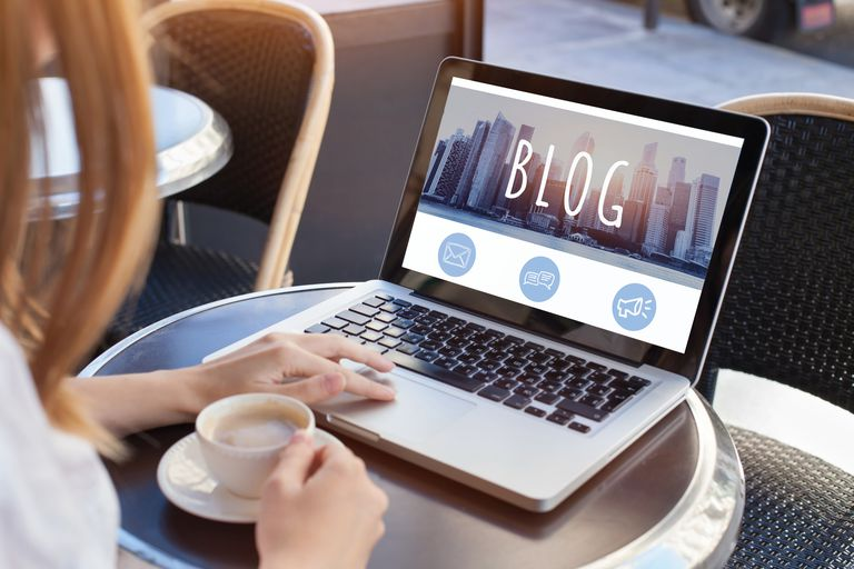 blogging, woman reading blog