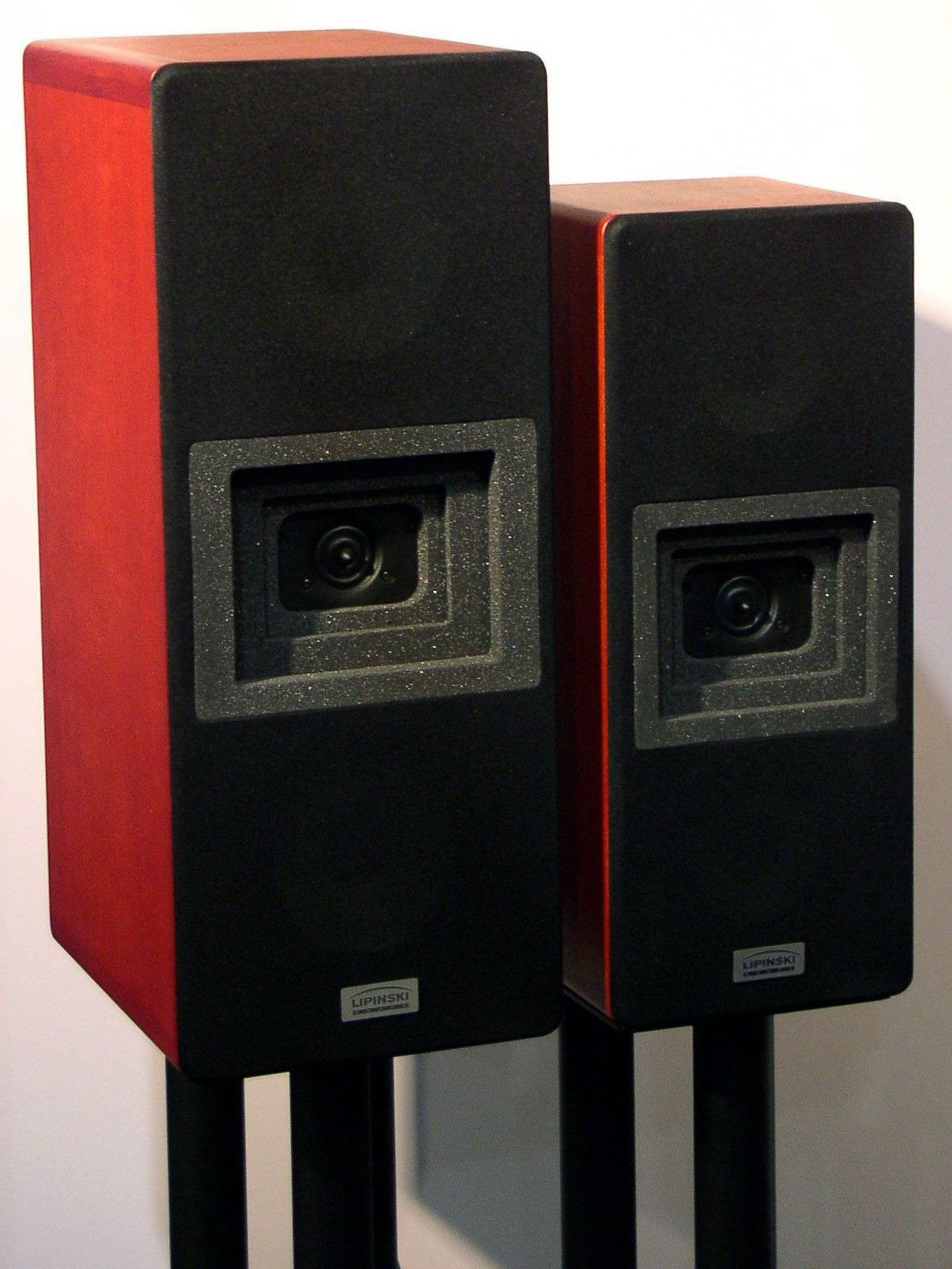 Select Speaker Stands For Appearance And Sound Quality