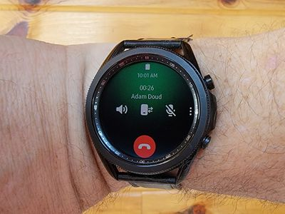 It's easy to answer a phone call on your Galaxy Watch