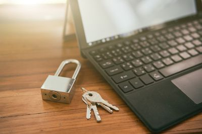 How to lock or unlock a Word document.