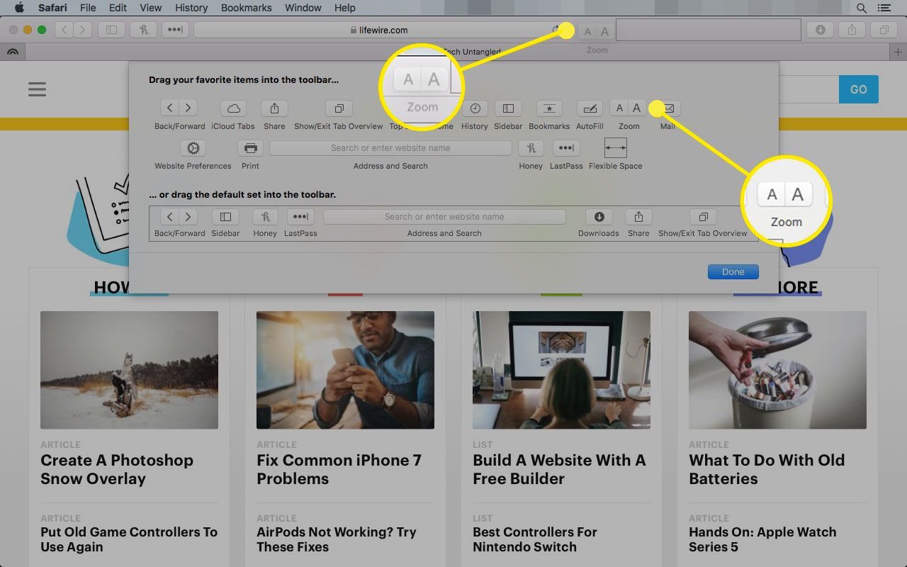 Safari on Mac with the Zoom Toolbar item highlighted