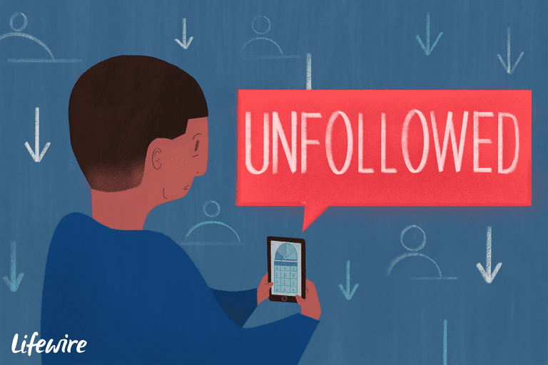 Person using a smarphone to see who Unfollowed them on Instagram
