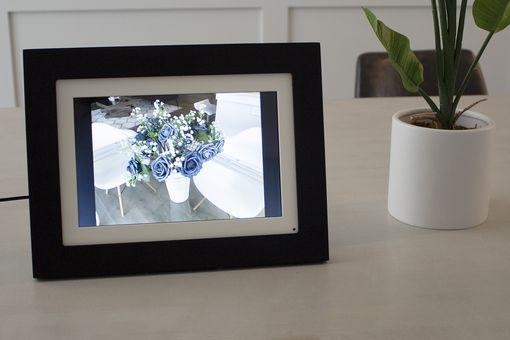Brookstone PhotoShare Friends and Family Smart Frame