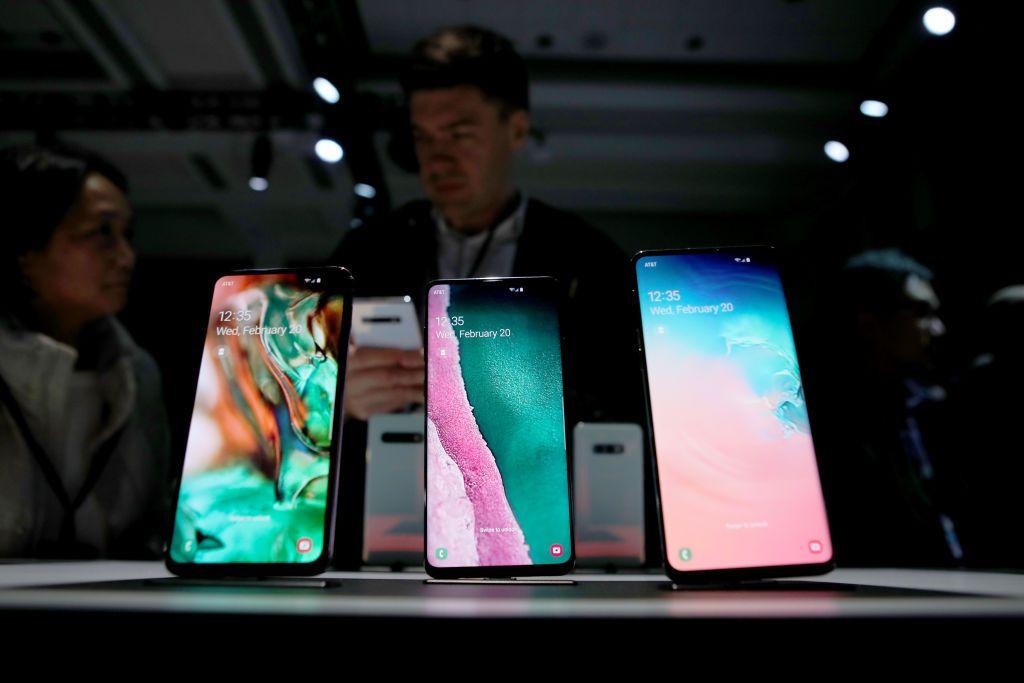 Samsung Galaxy S10 smartphones