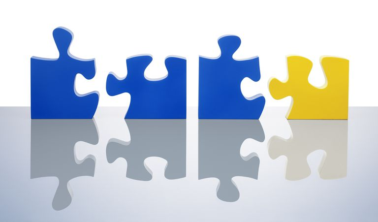 Blue and yellow jigsaw pieces standing in a line