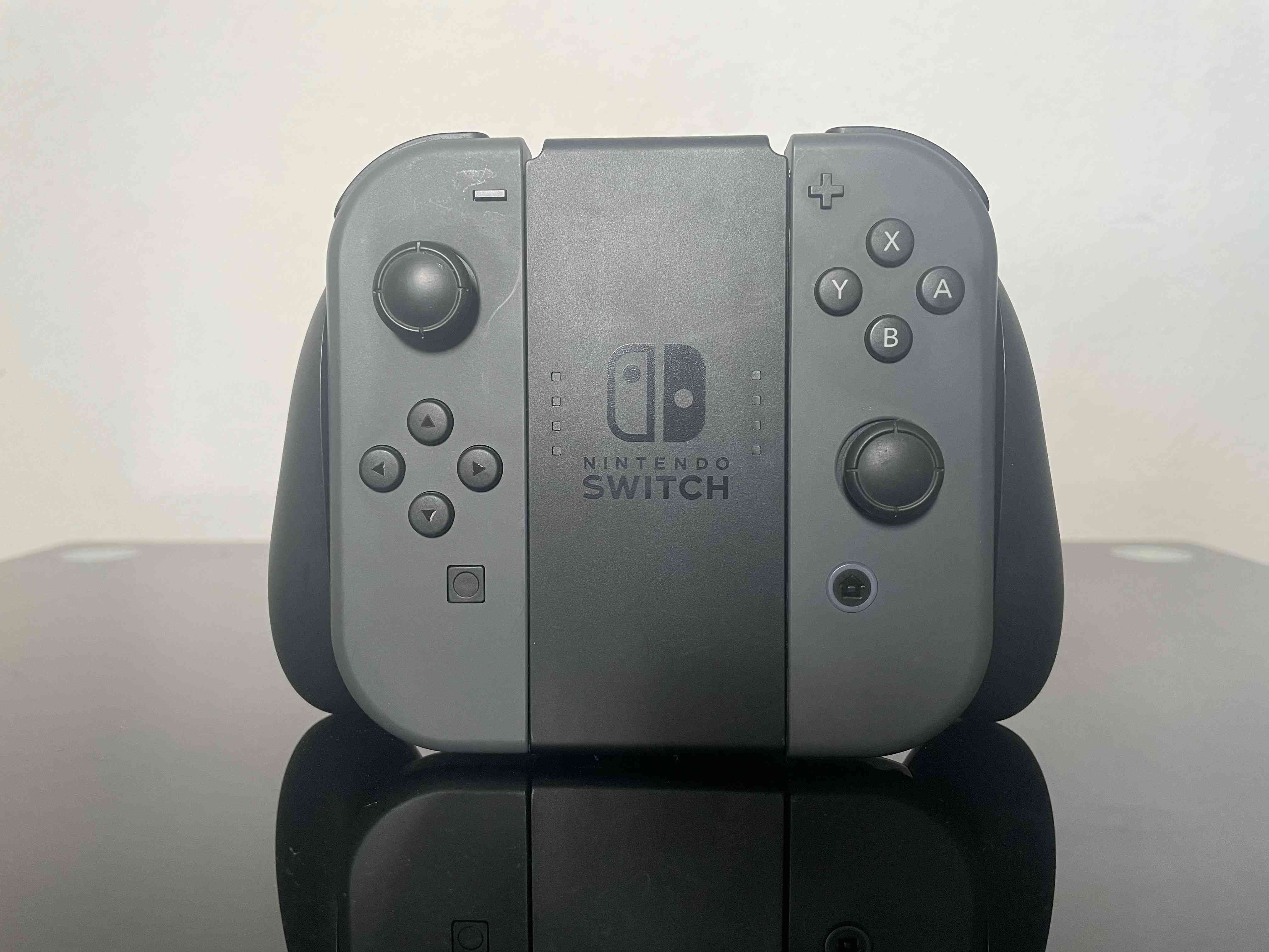 Switch controllers in the Joy-Con grip