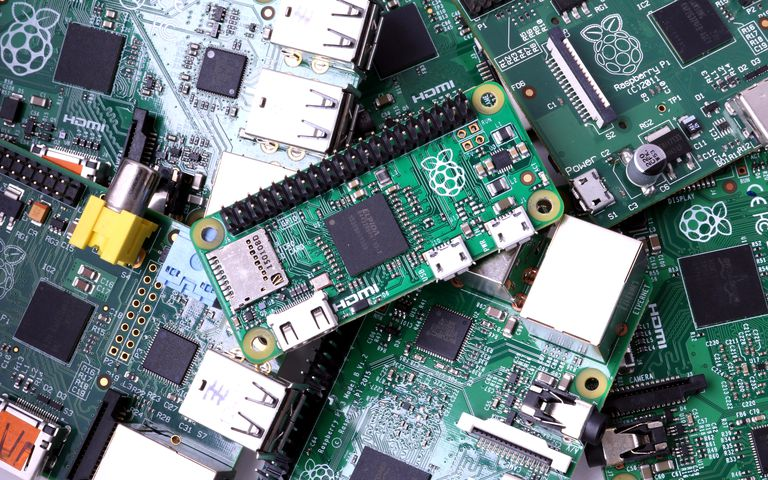 How to Use Raspberry Pi's Row of GPIO Pins on the Board