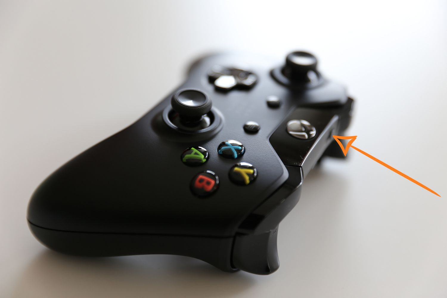 How To Sync Your Xbox Controller An One Or Pc Once Attached They Look Part Of The And Not Press Connect Button On