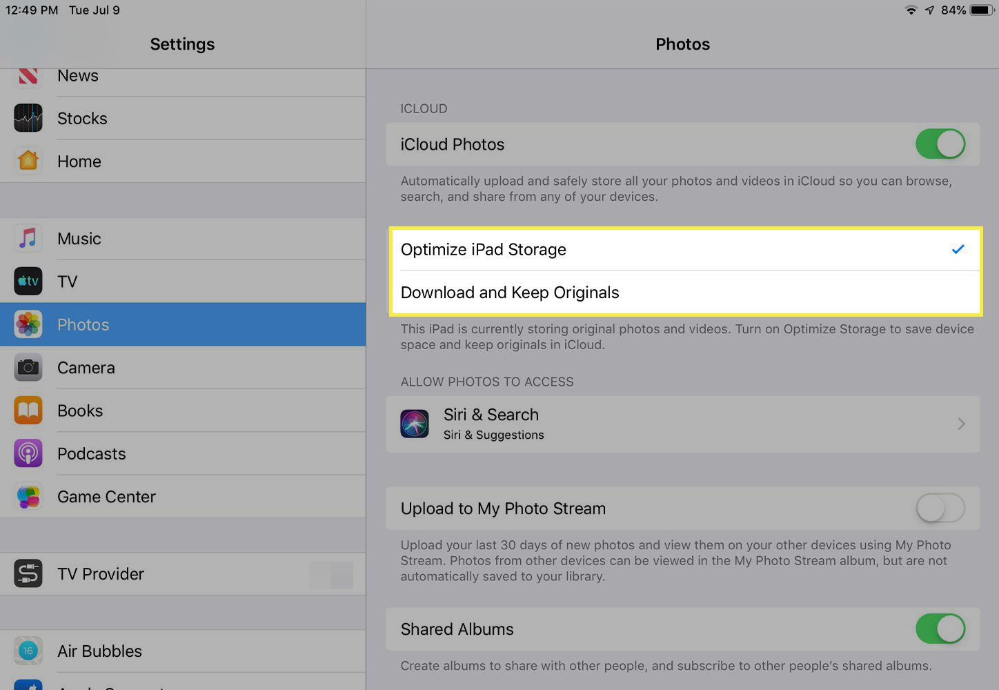 A screenshot of iPad Photos settings with the Optimize iPad Storage and Download and Keep Originals options highlighted
