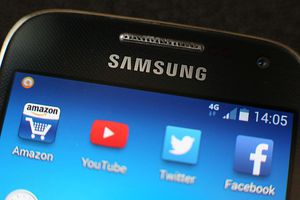 Samsung smartphone home screen icons