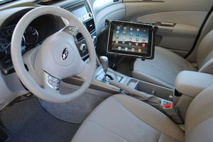 Mobotron MS-426 with a tablet mounted in a car