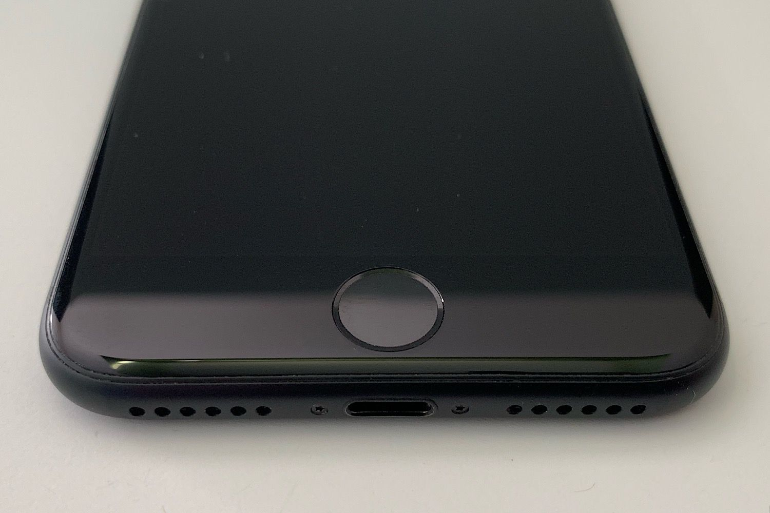 Photo of iPhone 7 zoomed in on Touch ID/home button at bottom of phone.