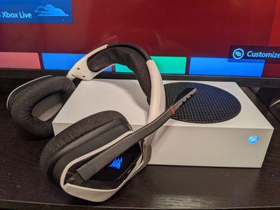 Wireless headphones with an Xbox Series S.