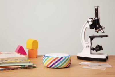 Amazon Echo Dot Kids Edition, Rainbow, Desk
