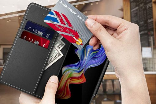 Samsung Galaxy Note 9 case with credit cards and cash