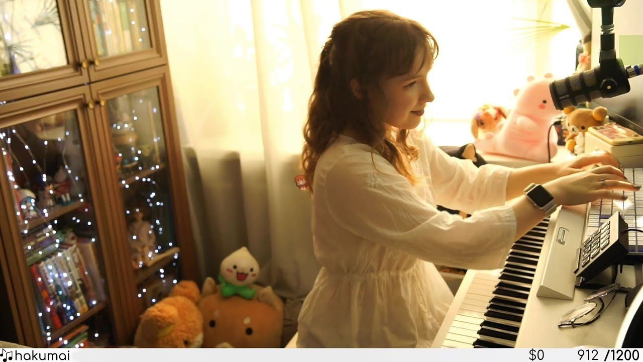 Twitch pianist Hakumai setting up for a stream