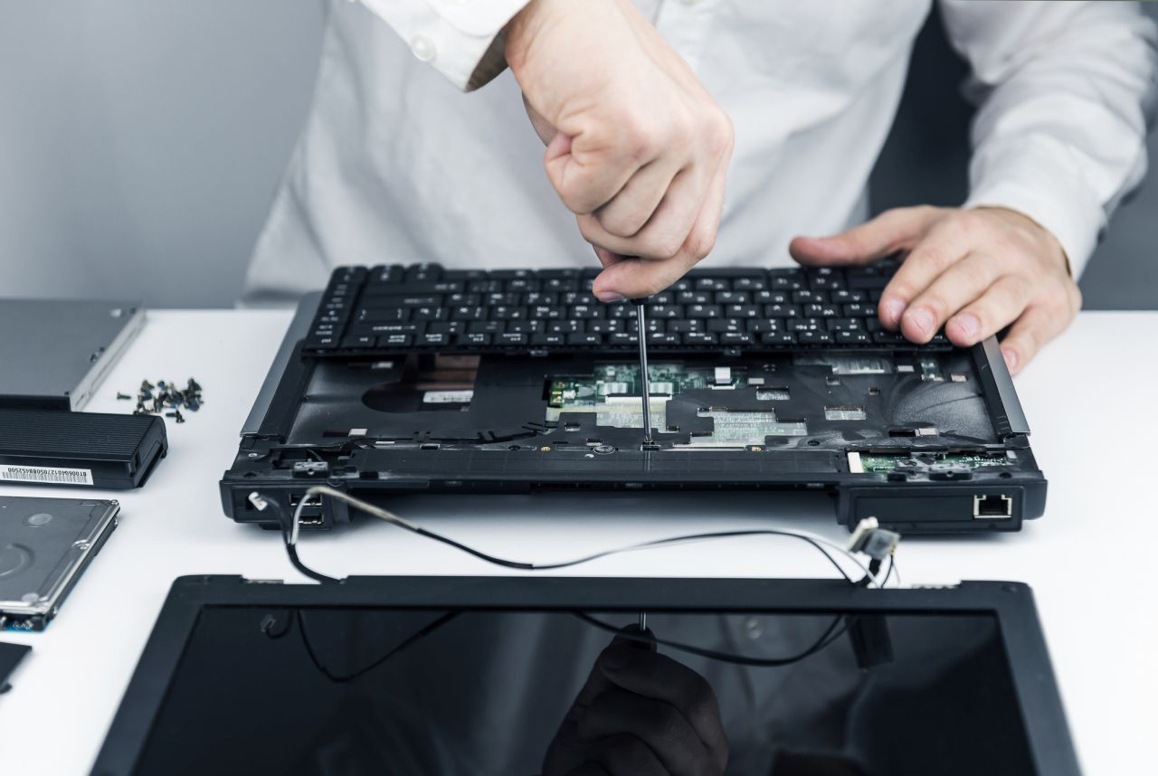 Image of opening a laptop case