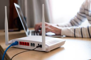 Hiding a router Wi-Fi network with a laptop.
