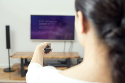 A woman deals with Hulu error code RUNUNK13 on her tv.