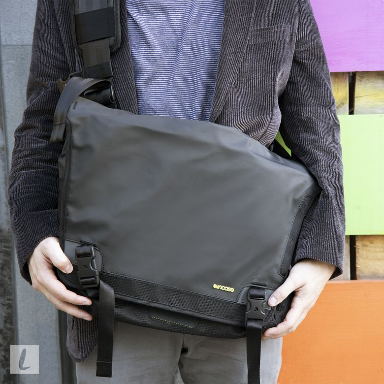 Incase Range Messenger