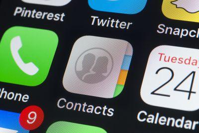 screenshot of iphone contacts app