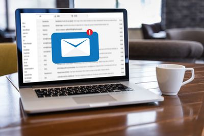 E-Mail notification on laptop