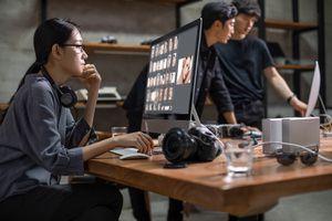 Chinese photographers working in studio