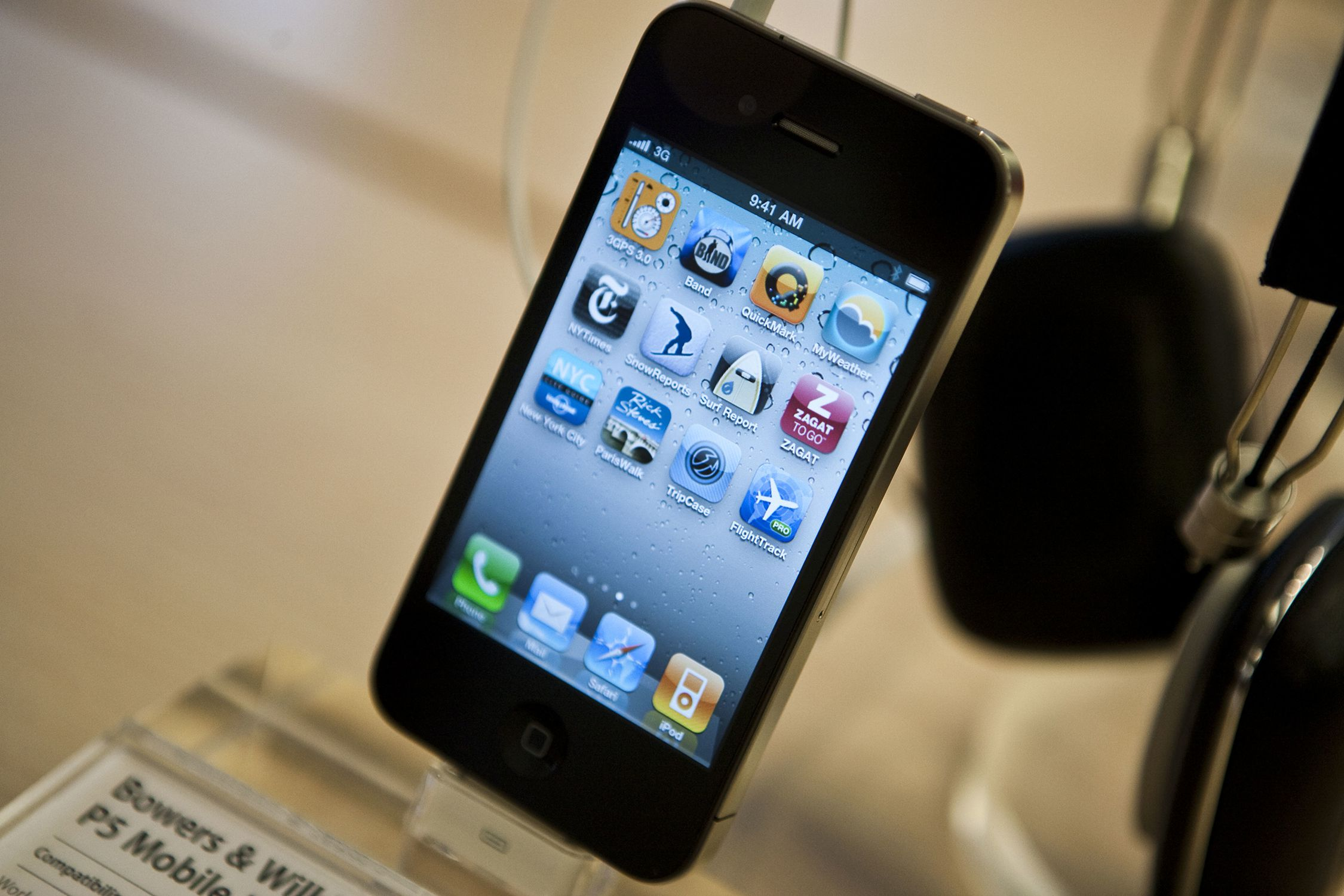iphone 4 antenna problems explained and fixed. Black Bedroom Furniture Sets. Home Design Ideas