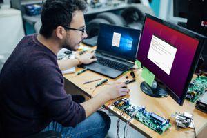A man sets up his computer to dual boot Ubuntu.
