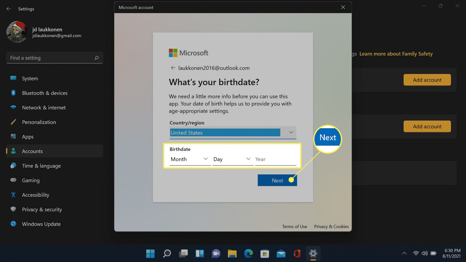 Next and birthday field highlighted in Microsoft account creation.