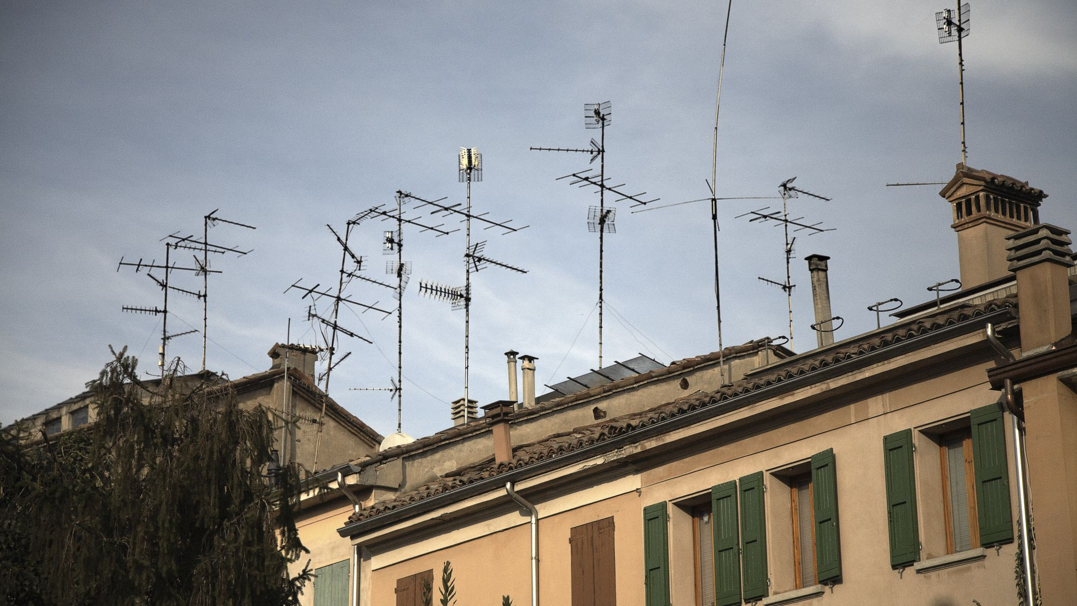 Fixing Digital TV Reception With an Indoor Antenna