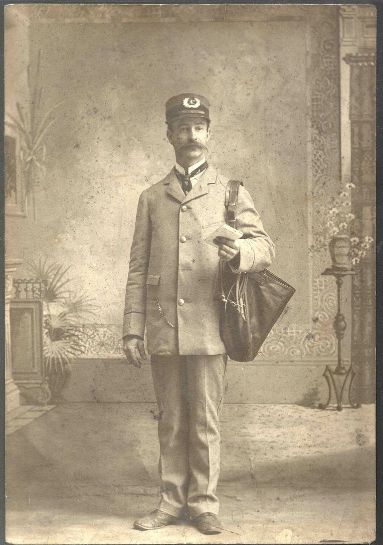 2551043192_96e1ae5d9d_o--Smithsonian-Institution,-City-Letter-Carrier.jpg