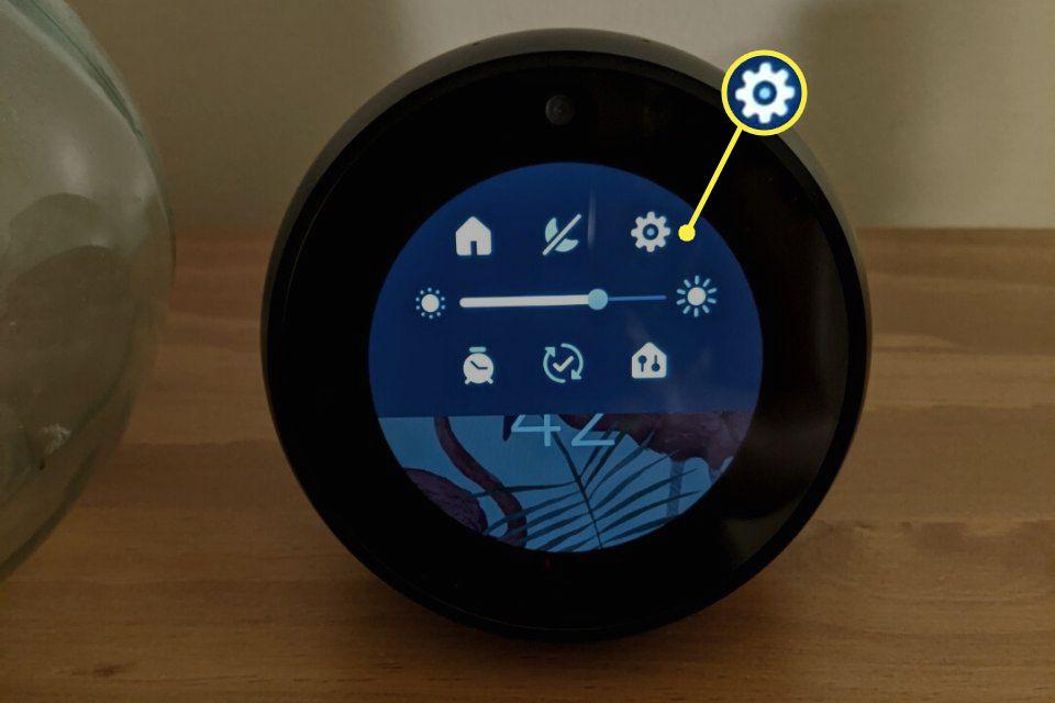Settings gear highlighted in the Echo Spot clock face menu