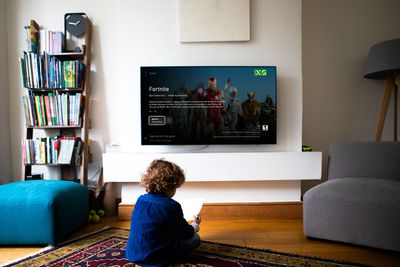 A child downloads Fortnite on Xbox Series X|S.